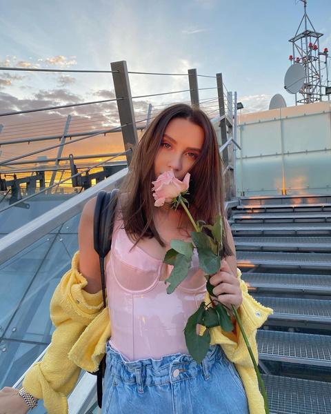 Фото №8 - 7 модных образов на весну, вдохновленных луками Юли Годуновой
