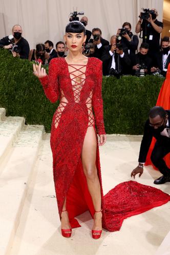 Фото №10 - В стиле сексуальной Одри Хепберн: самые провокационные «голые» платья на Met Gala