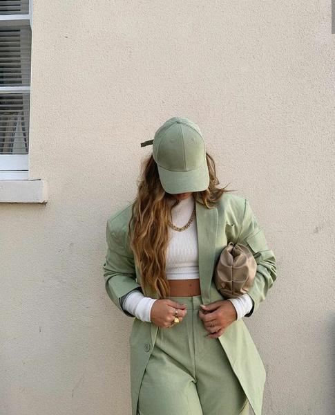 Фото №2 - Как снять защитный магнит с одежды дома, если в магазине про него забыли