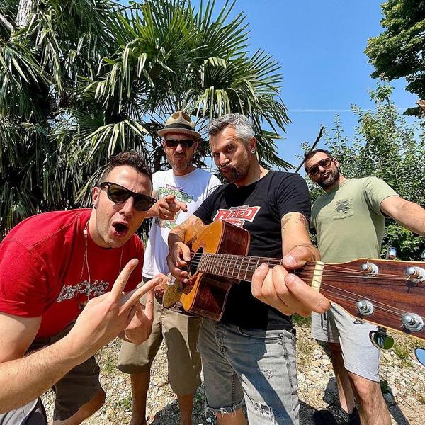 Фото №2 - Не Måneskin едиными: еще 10 трендовых итальянских музыкантов
