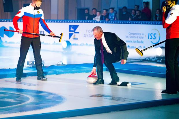 Фото №12 - Лед и пламя: в Дудинке прошел Международный турнир по керлингу Arctic Curling Cup 2021