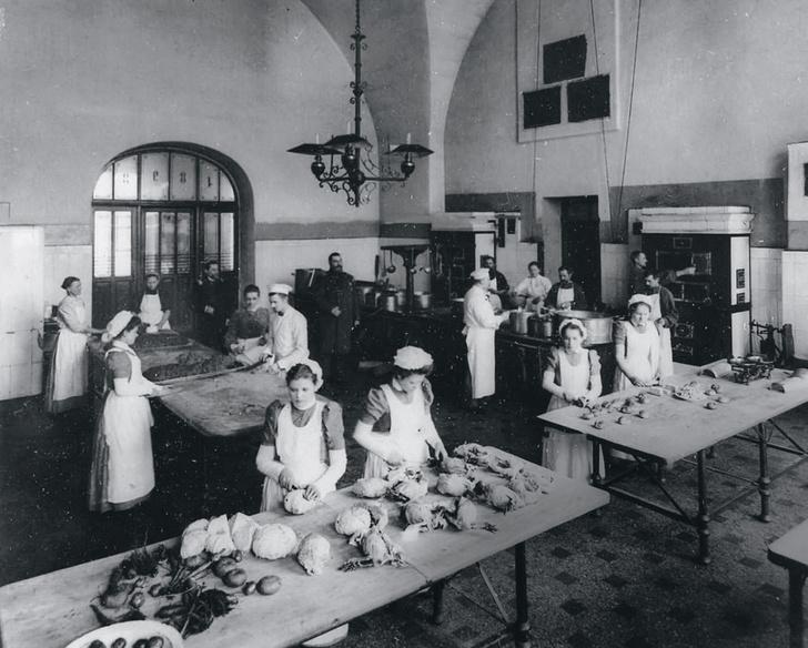 Фото №2 - Подарок молодым хозяйкам: история появления кулинарной книги Елены Молоховец