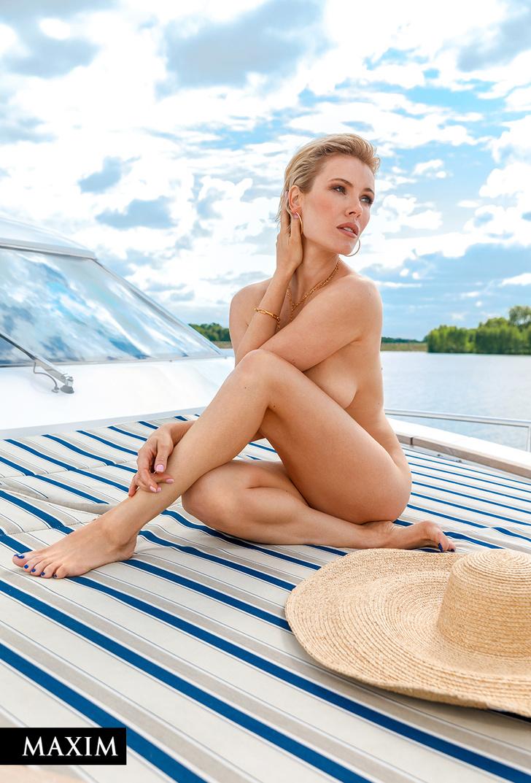 Фото №4 - Актриса Виктория Маслова в летнем номере журнала MAXIM!