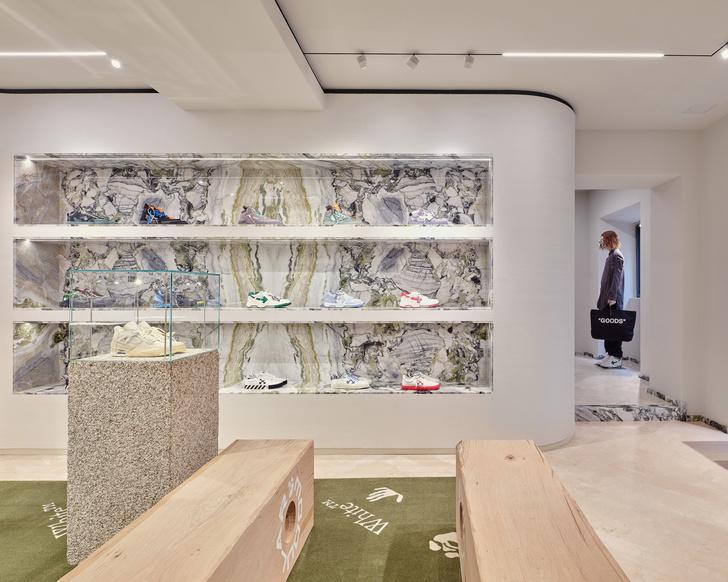 Фото №7 - Первый бутик Off-White в Милане