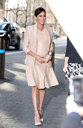 Фото №7 - Стиль беременной Маркл: пальто из секонд-хенда