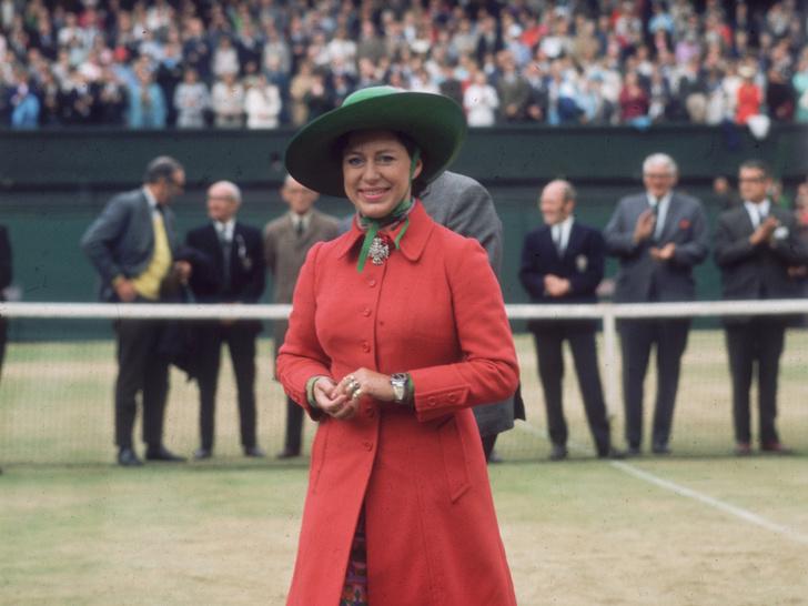 Фото №5 - От Елизаветы до Кейт: культовые наряды королевских особ на Уимблдоне