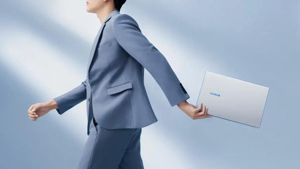 Фото №1 - Новых карьерных вершин в 2021 году достигают не в офисе, а в ноутбуке. Как и с помощью чего это происходит?