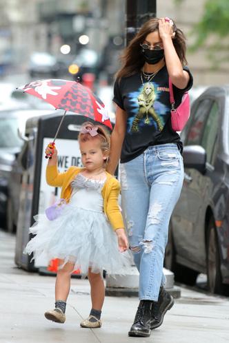 Фото №5 - Самый модный ребенок Нью-Йорка: как одевается дочь Ирины Шейк и Брэдли Купера