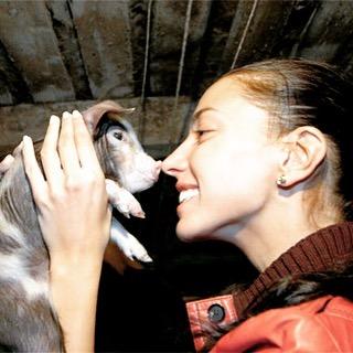 Фото №2 - С подиума в свинарник: как участница шоу «Ты-супермодель» стала колхозницей