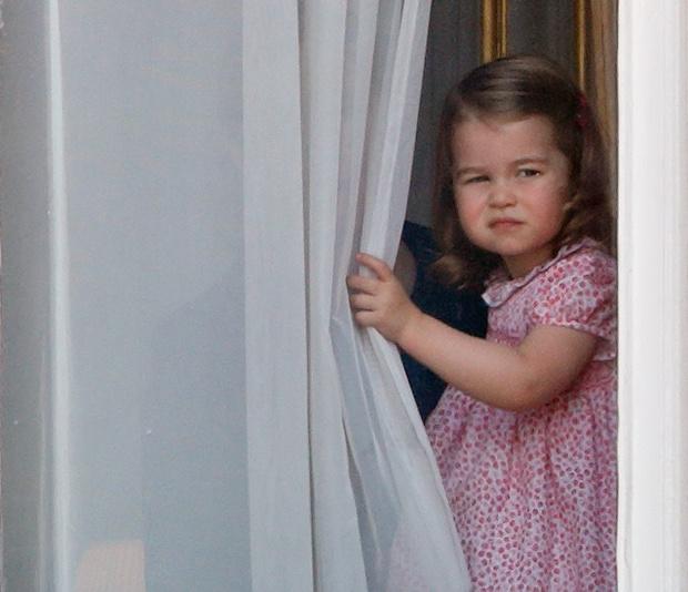 Фото №5 - Принцесса Шарлотта идет в школу в 4 года: она уже говорит по-французски, готовит, командует братом и ставит на место репортеров