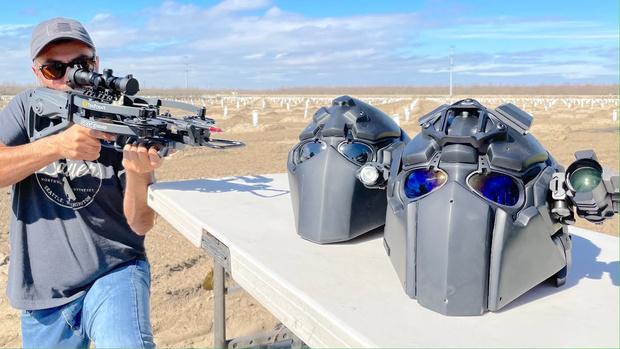 Фото №1 - Эксперимент: можно ли прострелить из лука и арбалета пуленепробиваемый супершлем? (Видео)