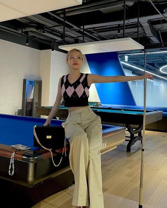 Фото №2 - В чем ходить на учебу: брюки и жилетка как у Розэ из BLACKPINK