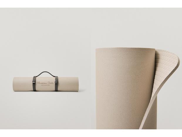 Фото №1 - White fall: коврик для йоги Massimo Dutti