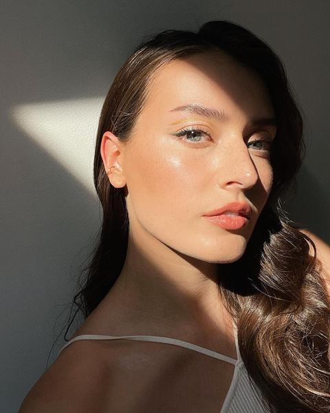 Фото №1 - Параллельные стрелки— стильная идея макияжа из Инстаграма