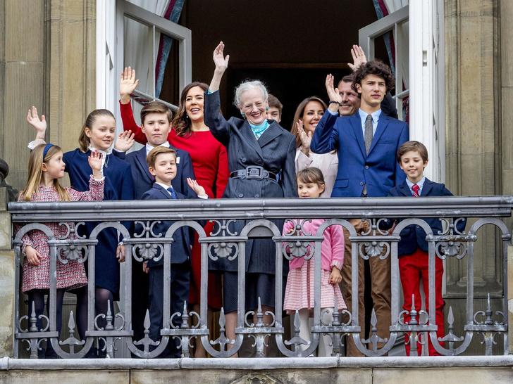 Фото №6 - Цена Короны: какая королевская семья обходится подданым дороже всего
