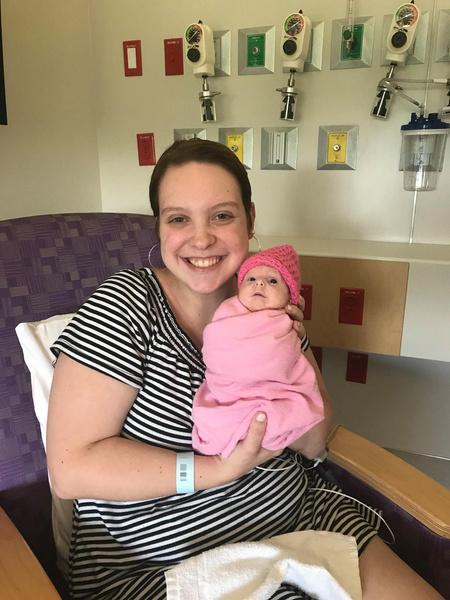 Фото №1 - 2-летняя девочка с редкой болезнью весит 3 кг и носит одежду для новорожденных