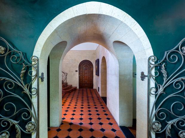 Фото №8 - Леонардо ди Каприо купил дом для мамы