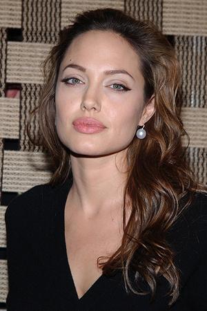 Фото №3 - Джоли, Погребняк и еще 8 звезд, которые уменьшили губы