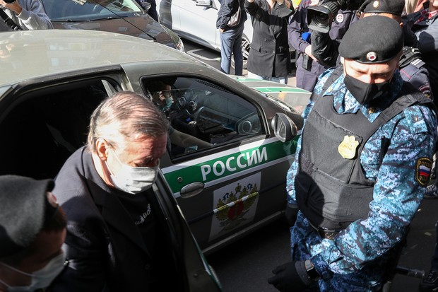 Фото №2 - Михаил Ефремов признал в суде вину в смертельном ДТП