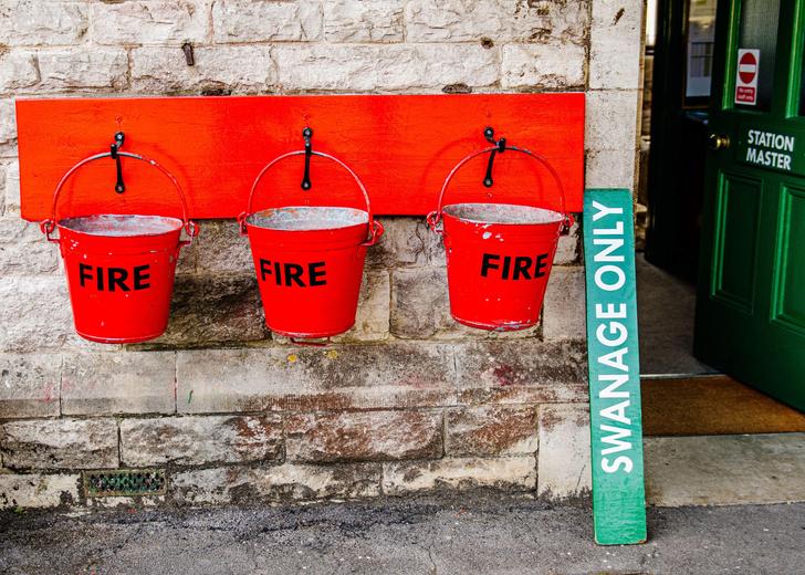 Фото №2 - Почему у пожарных ведер коническая форма?