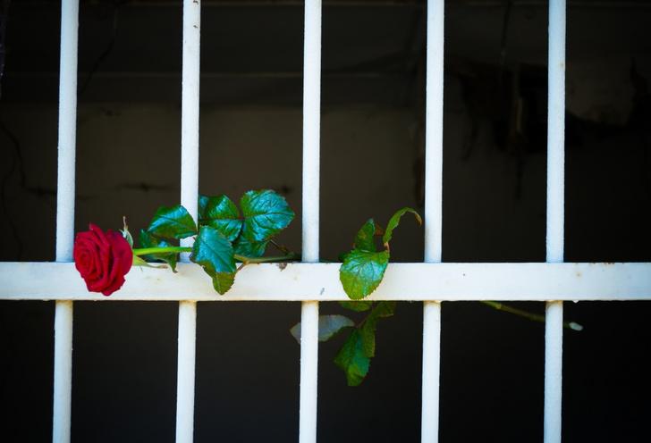 Фото №4 - «Он— убийца, это я прекрасно понимаю»: как россиянка после первого свидания вышла замуж за мужчину, осужденного на 23 года