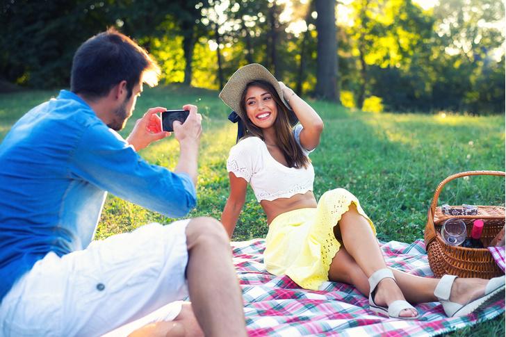 Фото №1 - Как фотографировать девушку для «Инстаграма», чтобы она осталась довольна
