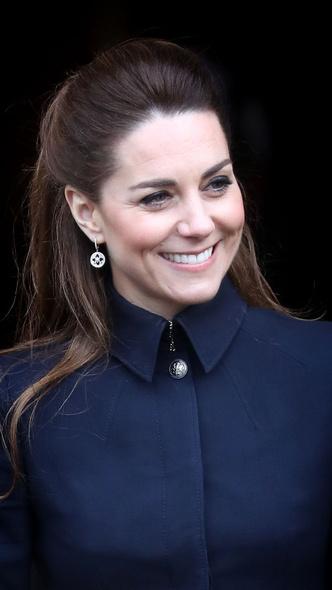 Фото №14 - Любимый бренд: самые роскошные выходы герцогини Кейт в Alexander McQueen