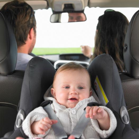 Фото №1 - Ремни опасности: почему ребенка в пуховике нельзя возить в машине