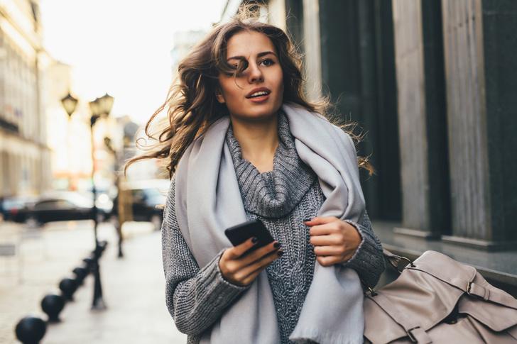 Фото №1 - Как носить модный шарф в 2019 году? 9 идей от блогеров