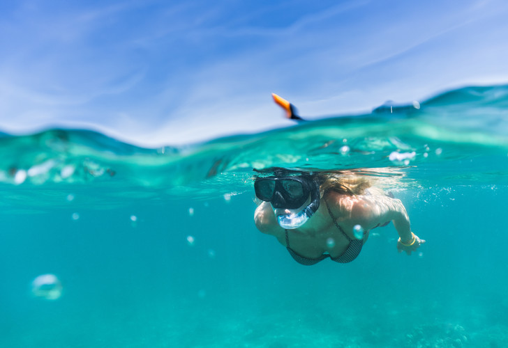 Фото №1 - Можно ли купаться в море или озере во время месячных? 🩸