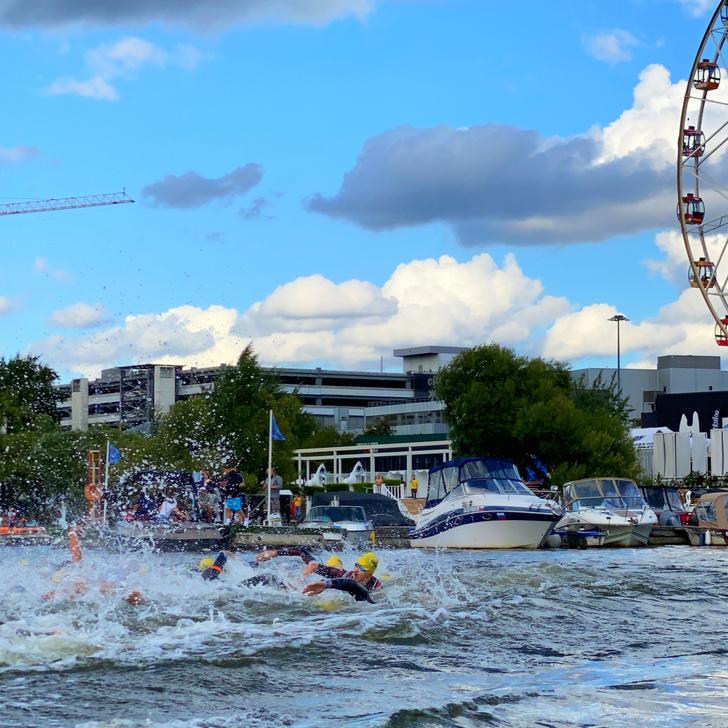 Фото №1 - Переплыть Москву-реку, пробежать и проехать на велосипеде вокруг «Крокуса»: как прошли спортивные выходные Ironstar