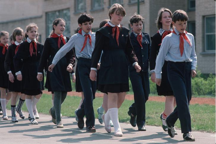 Фото №15 - Краткая история школьной формы в СССР