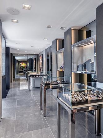 Фото №16 - Где купить стильные часы: Hublot открывает новые бутики на Средиземном море