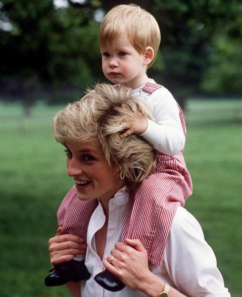 Фото №2 - Королевский биограф о том, почему Меган Маркл могла отказать Гарри: «Принц не производил незабываемого впечатления»