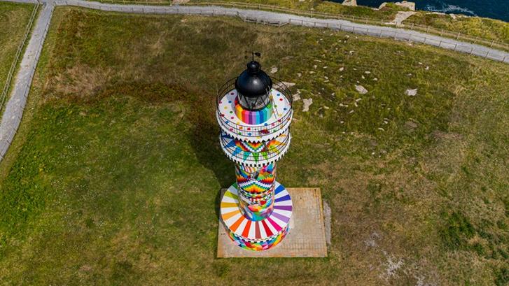 Фото №12 - В Испании раскрасили маяк