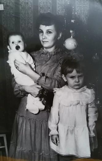 Фото №8 - Раньше взрослели быстрее? 30 фото советских мам и их дочек в одном возрасте