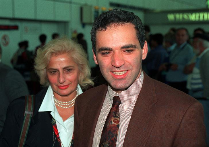 Гарри Каспаров с матерью Кларой Шагеновной