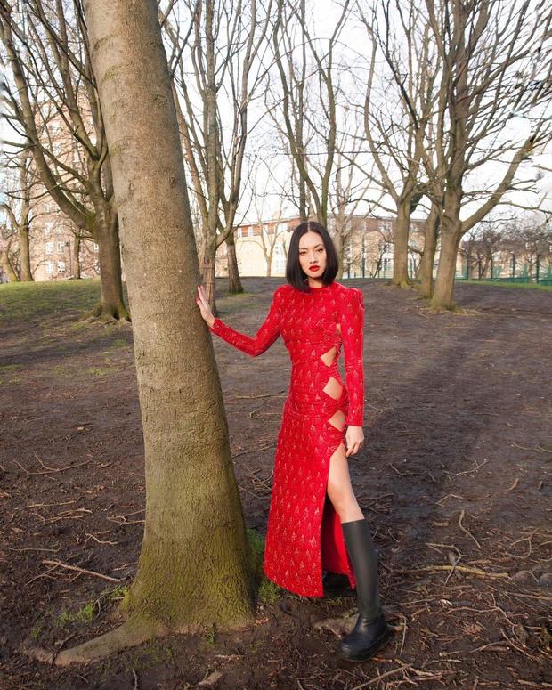 Фото №1 - Вечернее платье + резиновые сапоги: свежий тренд на весну от Тиффани Хсу
