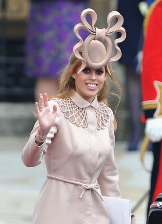Фото №13 - Эволюция стиля принцессы Беатрис: от любительницы мини и гипюра до элегантной леди
