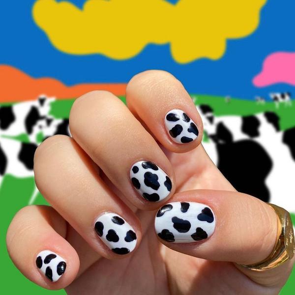 Фото №1 - Коровий принт— лучший тренд в маникюре 2021