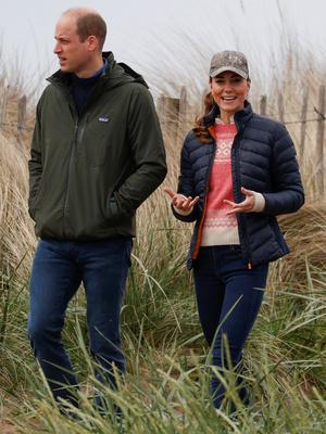 Фото №9 - Клетка, джинсы и костюмы: все наряды герцогини Кейт в туре по Шотландии