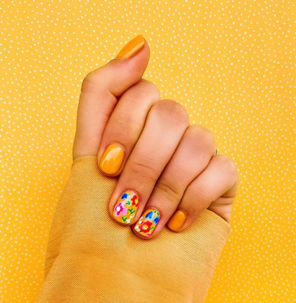 Фото №1 - Желтый маникюр: 10 модных идей для летних ногтей