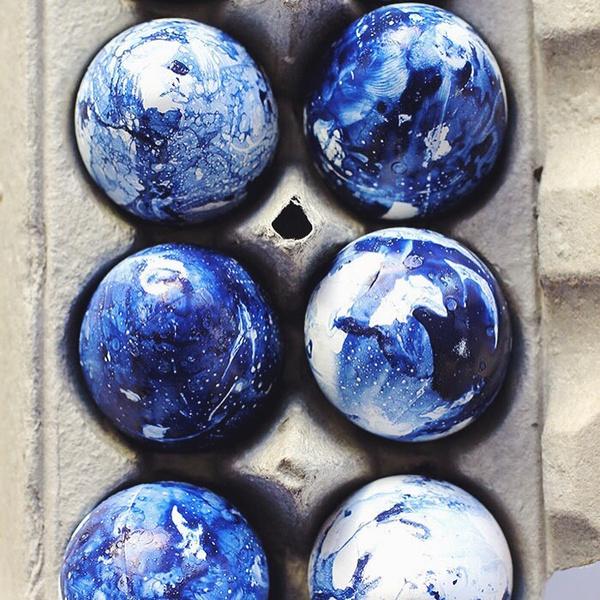 Фото №4 - Готовимся к Пасхе: можно ли красить яйца лаком для ногтей?