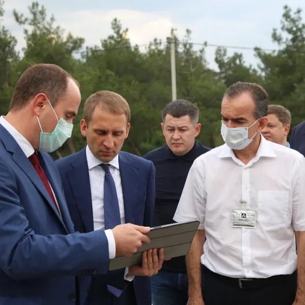Фото №2 - 600 рублей— и вирус мертв: губернатор Краснодарского края носит «антиковидный амулет»
