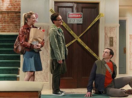 Американский комедийный сериал о жизни молодых талантливых физиков Шелдона Купера и Леонарда Хофстедтера, их друзей и соседки по лестничной площадке Пенни – привлекательной блондинки, мечтающей стать актрисой.