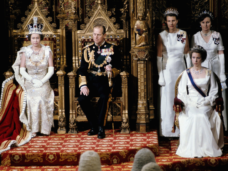 Фото №6 - 8 правил этикета, которые должен соблюдать каждый член королевской семьи