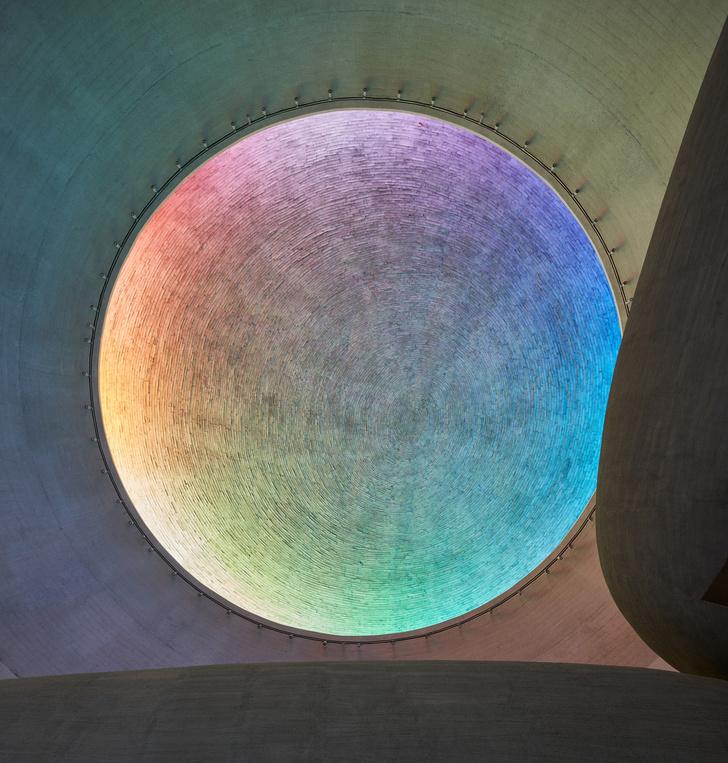 Фото №5 - Круглая церковь с радужным куполом в Брно