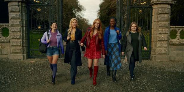 Фото №3 - Фанаты негодуют: что не так с нарядами Winx в адаптации от Netflix