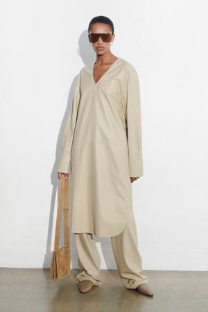 Фото №4 - Как носить платье с брюками: модные идеи на любой случай