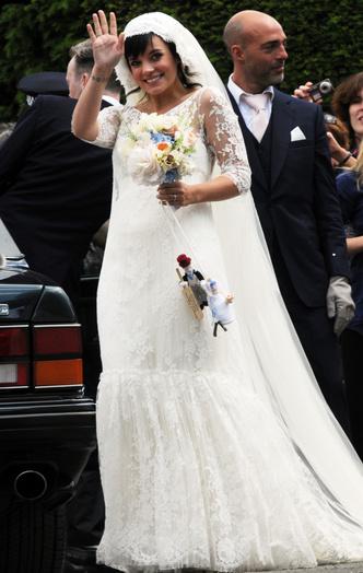 Фото №3 - Самые нелепые свадебные наряды звезд: 18 фото